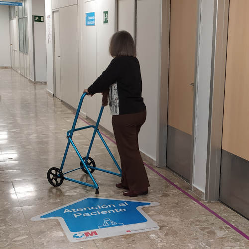 Walkers with wheels, slip tip for greater stability, ideally indoor usage